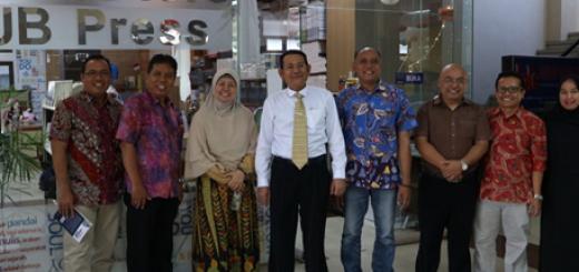 Rektor UB Press mengunjungi toko buku dan kantor UB Press pada Kamis (23/8/2018)